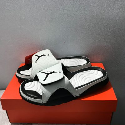 Dép jordan 2 trắng logo đen