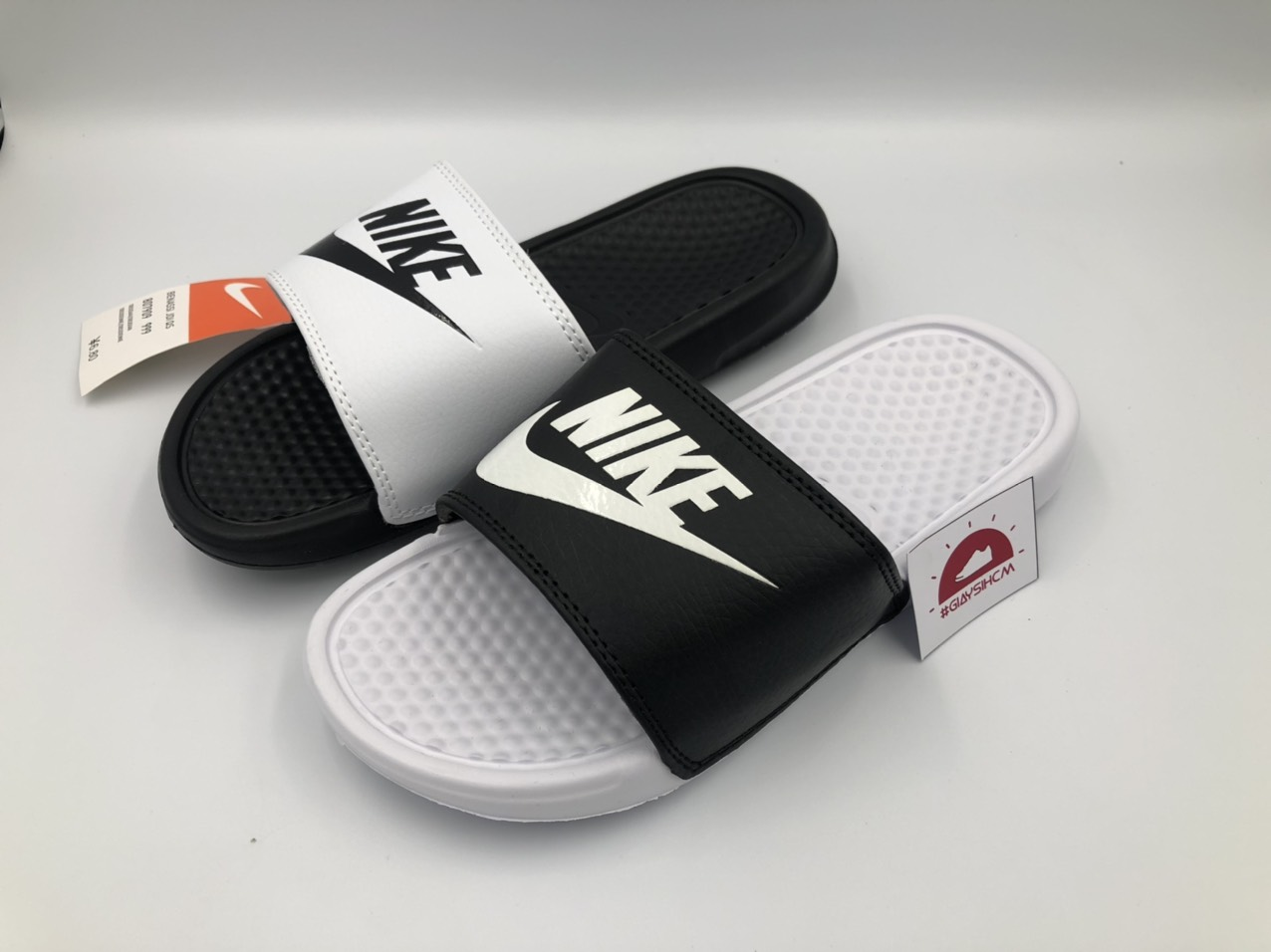 dep-nike-benassi-mismatch-white-black