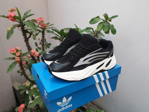 adidas yezzy 700 đen