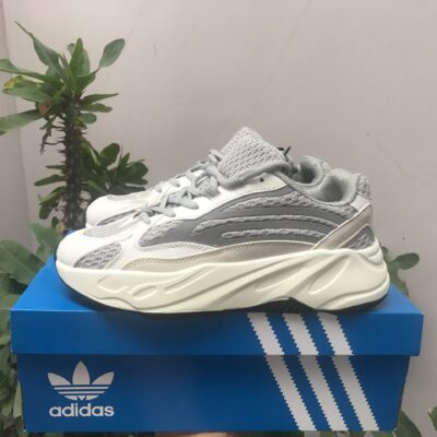 Adidas yezzy 700 trắng