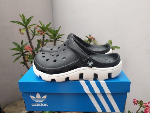 dép crocs đen đế trắng