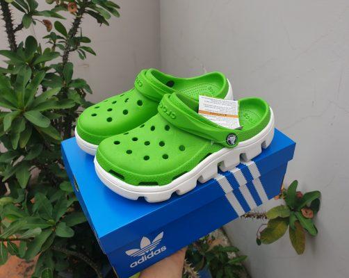 Crocs xanh lá đế trắng