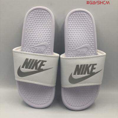 Nike benassi trắng chữ bạc VN